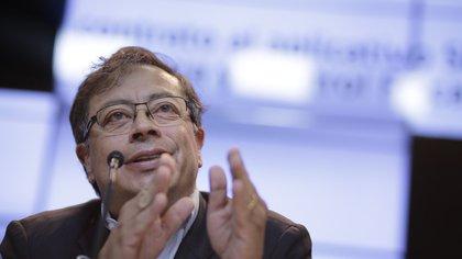 """Gustavo Petro denuncia que magistrado """"uribista"""" del CNE pidió su inhabilidad política"""