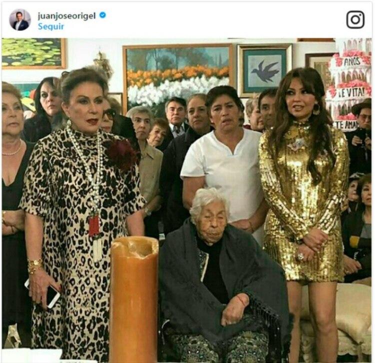 En 2018 Thalía acudió al festejo por los 100 años de su abuela, que organizó Laura Zapata