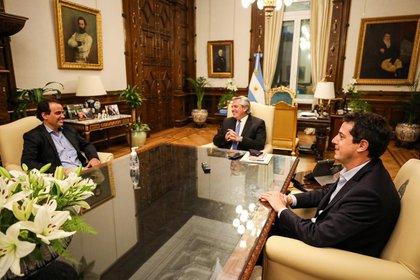 El Presidente y 'Wado' de Pedro recibieron a Juan Manuel Llamosas, reelecto en Río Cuarto