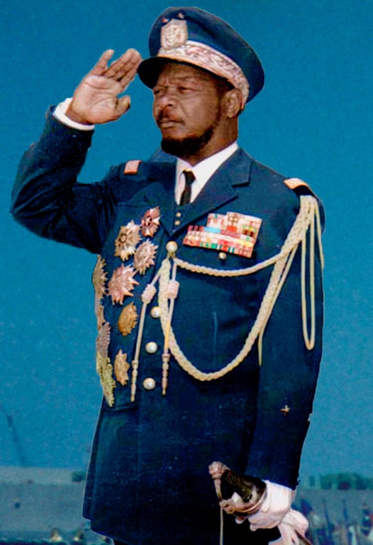 Bokassa durante los 70, vistiendo su típico uniforme de militar. (Wikipedia)