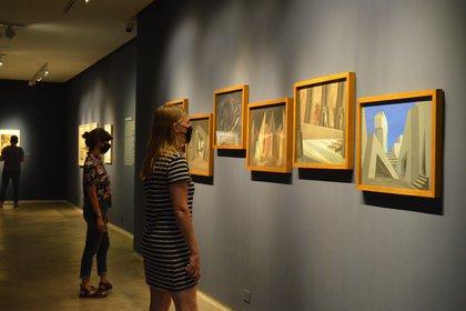 La exhibición presenta témperas y bocetos de Abraham Vigo