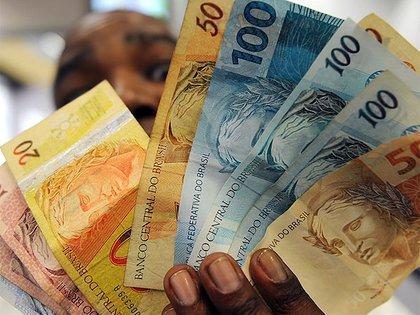 El real brasileño tocó en la última semana su menor valor respecto del dólar. (AFP)