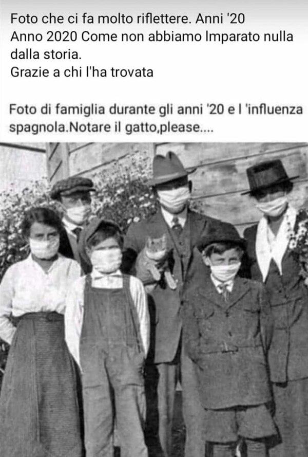 Una familia con barbijos en 1918