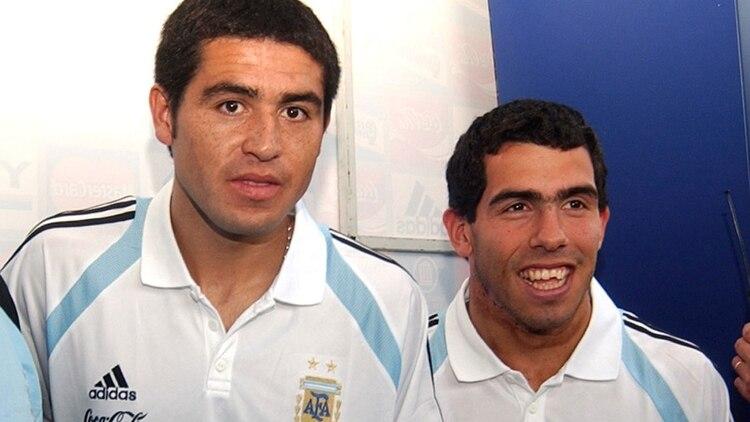 Riquelme se comunicó con Tevez y le abrirá las puertas de la renovación si Ameal gana las elecciones mañana (NA)