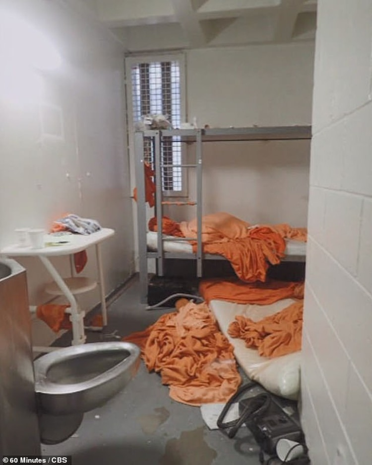 Así quedó la celda de Jeffrey Epstein en el Metropolitan Correctional Center de Manhattan, donde su cuerpo apareció sin vida con signos de haber cometido un suicidio (Gentileza 60 Minutes / CBS)