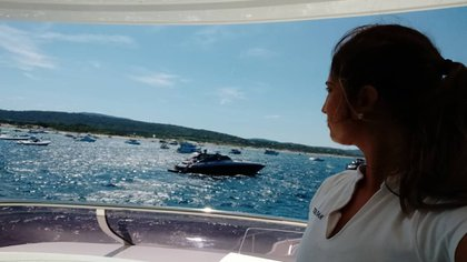 En su sitio navegandoporelmundo brinda asesorías para los que quieren seguir esta profesión (@florstewardess)