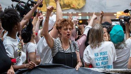 Conocida por su militancia en diversas causas solidarias Susan Sarandon fue detenida en una protesta contra Trump (AP)