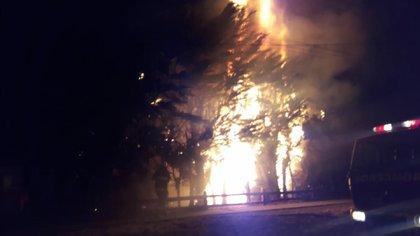 Ataque incendiario en Esquel al escuadrón de Gendarmería