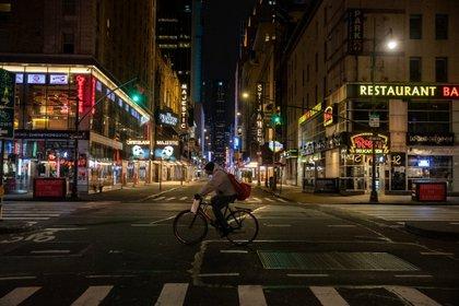 Un teatro vacío durante el brote de coronavirus en Nueva York. REUTERS/Jeenah Moon