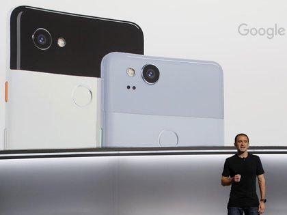 Mario Queiroz, vicepresidente de Gestión de Producto de Google, presentó los nuevos teléfonos Pixel 2 (REUTERS/Stephen Lam)