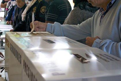 Mexicanos emitiendo sus votos, hasta la actualidad la preferencia sigue siendo por Morena (Foto: Wiki Commons)