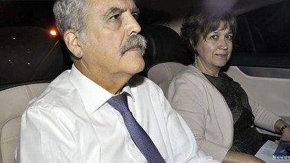 Julio De Vido y su esposa, Alessandra Minnicelli (Foto: EFE)