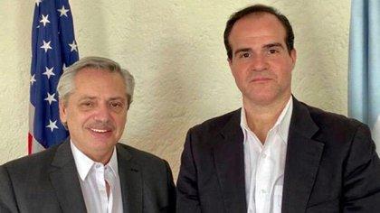 Alberto Fernández y Mauricio Claver durante su encuentro en México
