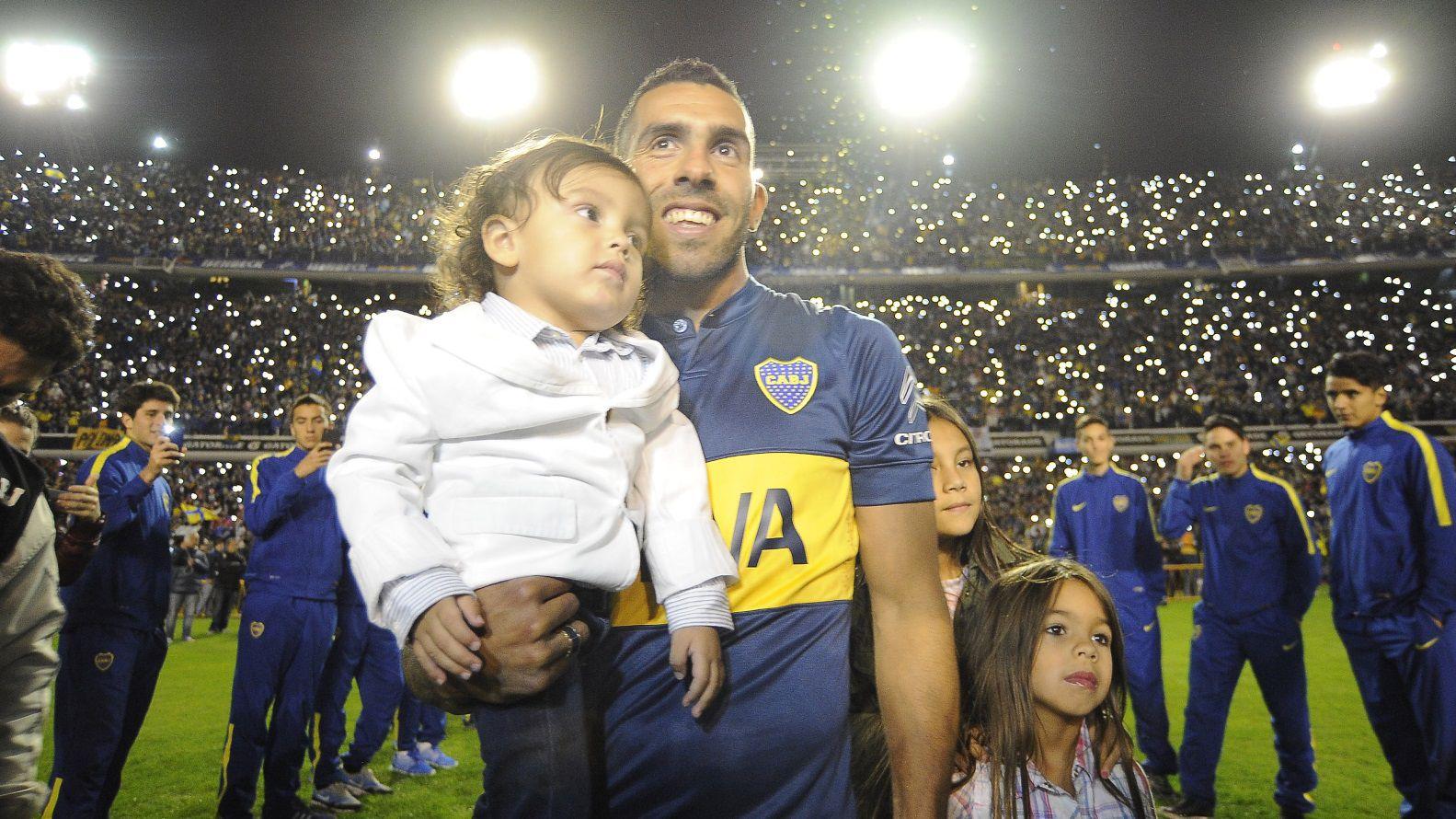 Tevez durante la presentación que le hicieron en la Bombonera cuando decidió volver a Boca en 2015