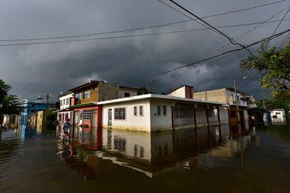 Fotografía de una calle inundada, en Villahermosa, en el estado de Tabasco (México)