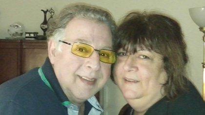 Cumplieron 50 años de casados y se iban de viaje de aniversario, pero murieron de COVID-19 con una semana de diferencia y en la misma cama del hospital