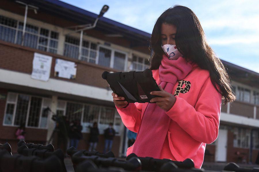 1.000 estudiantes de Soacha reciben tabletas para facilitar su educación. (Colprensa - Camila Díaz)