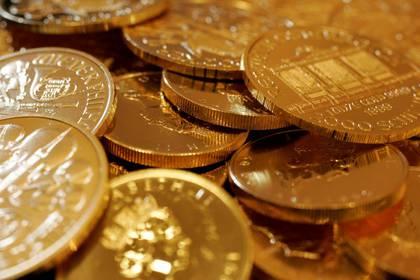 Imagen de archivo de monedas en oro en una tienda de Tokio, Japón. 18 septiembre 2008. REUTERS/Yuriko Nakao