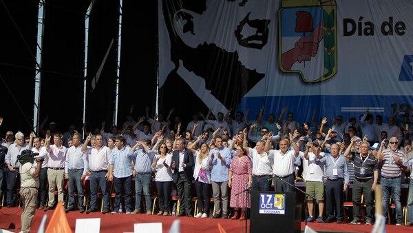 Todos los dirigentes que estuvieron presentes en el acto del Día de la Lealtad