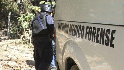 El Sol de Acapulco reportó que tras realizar las diligencias de ley, personal de la FGE y policías encontraron una cartulina con un posible mensaje, el cual no fue revelado (Foto: Cuartoscuro)