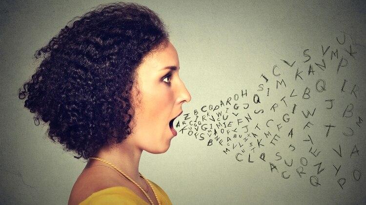 Aunque es cada vez más frecuente escuchar o leer en las distintas redes sociales distintas manifestaciones del lenguaje inclusivo, la RAE lo rechazó fervientemente (Istock)