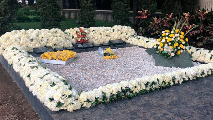 Así lucía el pasado domingola tumba de Pablo Escobar en el aniversario 25 de su asesinato.