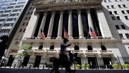 Mercados: caen los bonos argentinos y el riesgo país vuelve a superar los 1.600 puntos