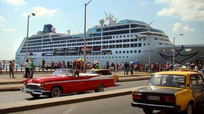 Según un estudio publicado el año pasado, las líneas de cruceros acumularán más de USD 761 millones en ingresos hasta 2019 transportando más de 570.000 pasajeros en sus rutas con paradas en Cuba