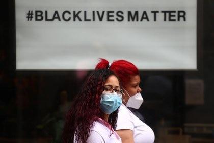 En todo el mundo el crimen de George Floyd levantó las banderas del movimiento #blacklivesmatter. En Brasil se preguntan si la vida de las madres negras importan. 16, 2020. REUTERS/Sergio Perez