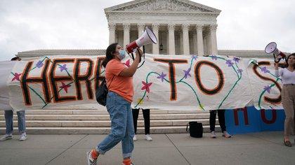 Activistas celebran la decisión de la Corte Suprema en junio (New York Times)