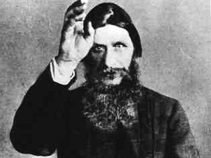Rasputín fue convocado por la zarina Alexandra ante la incapacidad de los médicos del palacio de tratar las consecuencias de la hemofilia de su hijo. El monje apelaba a la hipnosis y desechaba los remedios