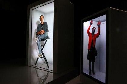 Un holograma de tamaño natural impulsado por el inventor de Portl, David Nussbaum, se ve junto a otro holograma, en Gardena, cerca de Los Ángeles, California, EEUU. 3 de agosto de 2020. REUTERS/Lucy Nicholson