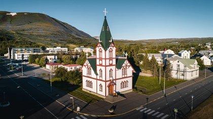 Una vista de la iglesia de Husavik que que aparece en la película Festival de la canción de Eurovisión: la historia de Fire Saga