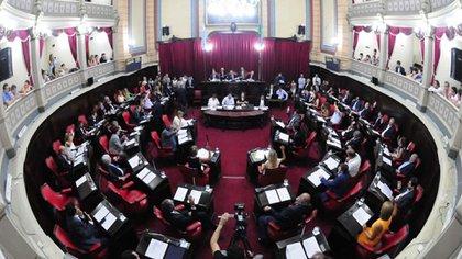 En el Senado, Junto por el Cambio posee 26 legisladores y el Frente de Todos 20