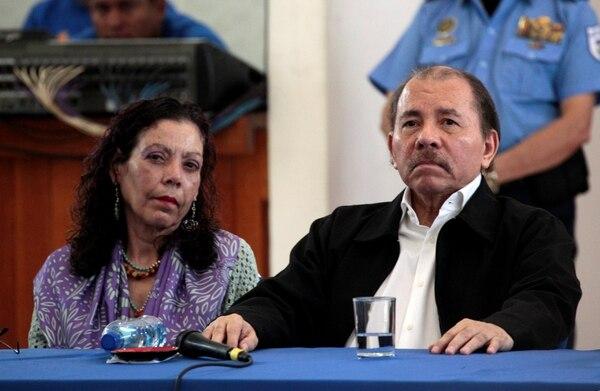 El presidente de Nicaragua, Daniel Ortega, y su esposa, la vicepresidente Rosario Murillo en la mesa del Diálogo Nacional (REUTERS/Oswaldo Rivas)