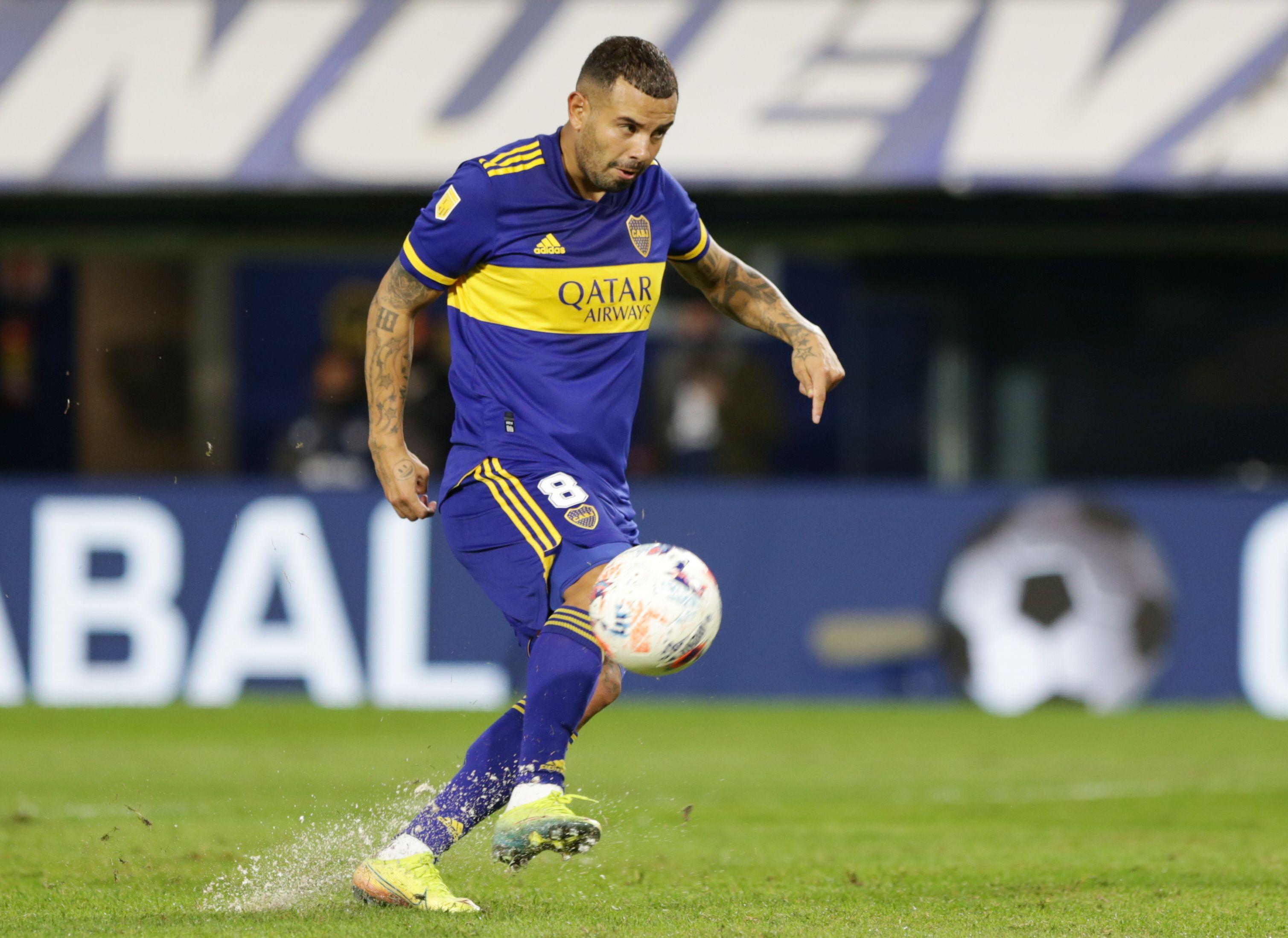 Cardona fue respaldado por Román cuando falló su penal picado ante River (REUTERS/Daniel Jayo)