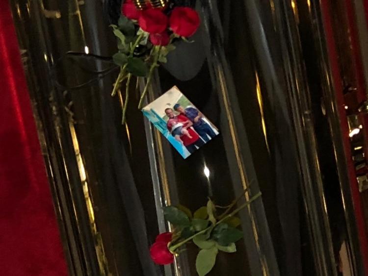 La imagen que colocó José Joel en el ataúd (Infobae)