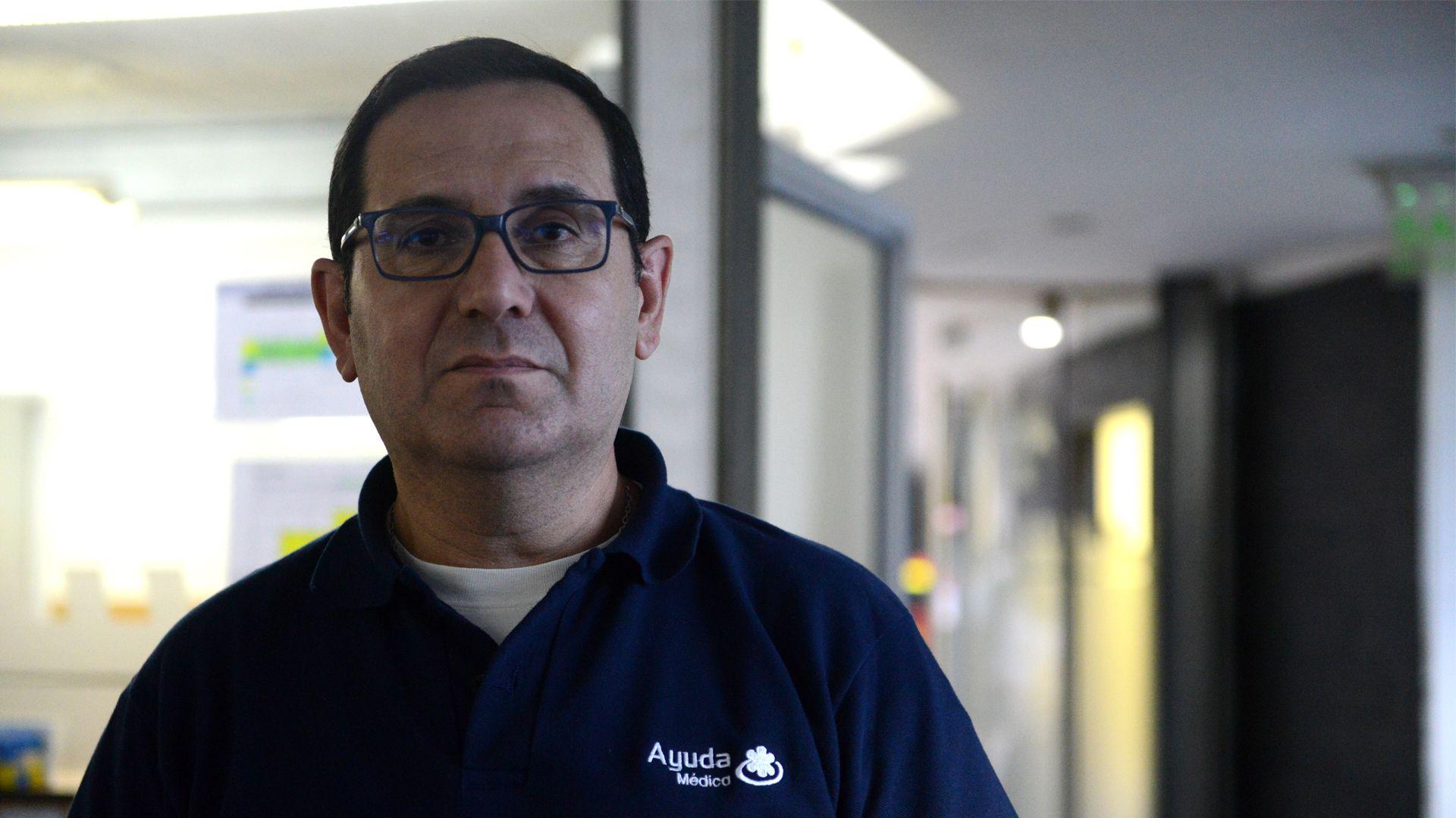 Leonardo Martínez, coordinador de instructores de Ayuda Médica, sostiene que evitar el sedentarismo es clave para mantenerse prevenido. Foto: Fernando Calzada.