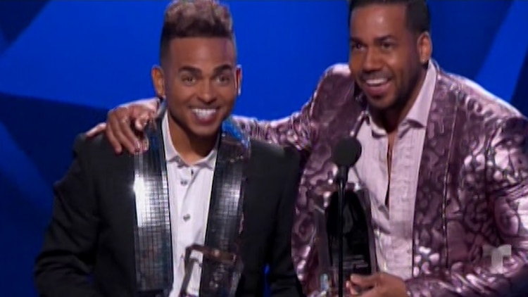 Ozuna y Romeo Santos (Captura: NBC/Telemundo/Latin Billboards)