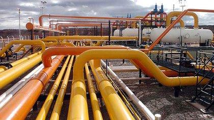 Los combustibles recorren varios tramos de ductos hasta llegar a los surtidores de todo el país