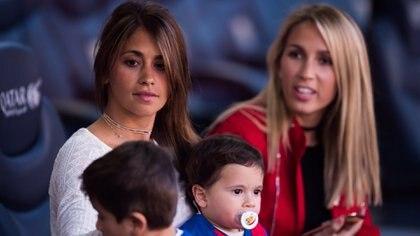 Antonella Roccuzzo con sus hijosThiago yMateo junto aSofía Balbi (Photo by Alex Caparros/Getty Images)