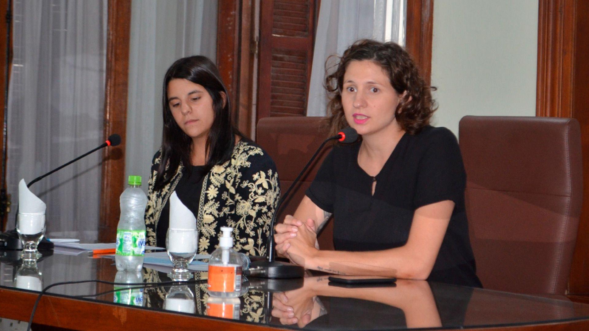 Micaela Britos y la presidenta del Concejo Deliberante Carla Tomasini