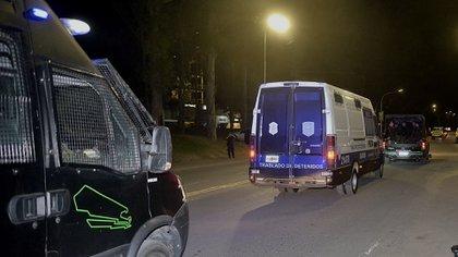 Los jóvenes fueron trasladados en medio de un fuerte operativo de seguridad