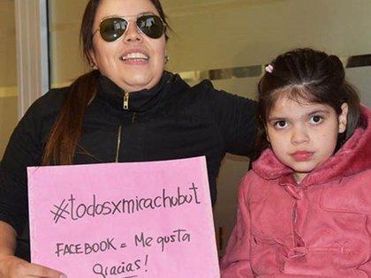 Micaela junto a su madre, Carola Pedraza