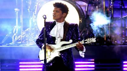 Bruno Mars durante su actuación en los premios Grammy de 2018 (Foto: Getty)