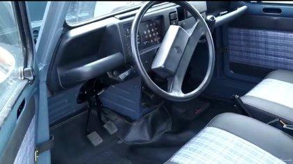 Así quedó el interior del carro después de la restauración.