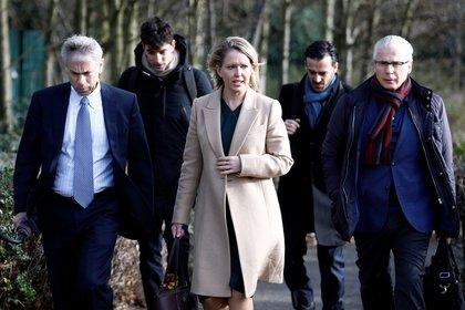 Baltasar Garzón with Julian Assange's judicial defense team. Photo: REUTERS / Henry Nicholls