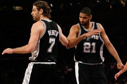 Oberto en sus épocas junto a Tim Duncan y los San Antonio Spurs (reuters)