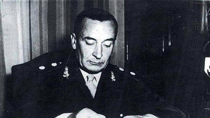 """Pedro Eugenio Aramburu asume como presidente de facto en noviembre de 1955, luego del golpe de la """"Revolución Libertadora"""" que derrocó a Perón."""