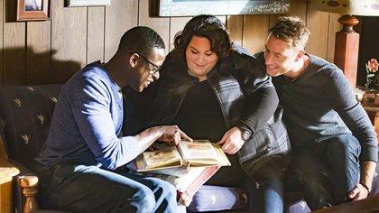 """""""The Big Three"""": los tres hermanos son interpretados por Sterling K. Brown (Randall), Chrissy Metz (Kate) y Justin Hartley (Kevin) (Crédito: Ron Batzdorff/NBC)"""